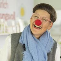 Nana spendet für die roten Nasen